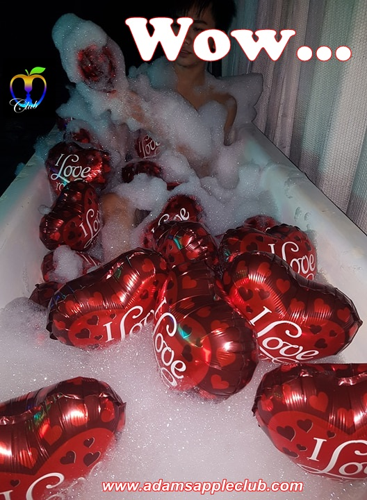 Valentine Day Adams Apple Club bathtub